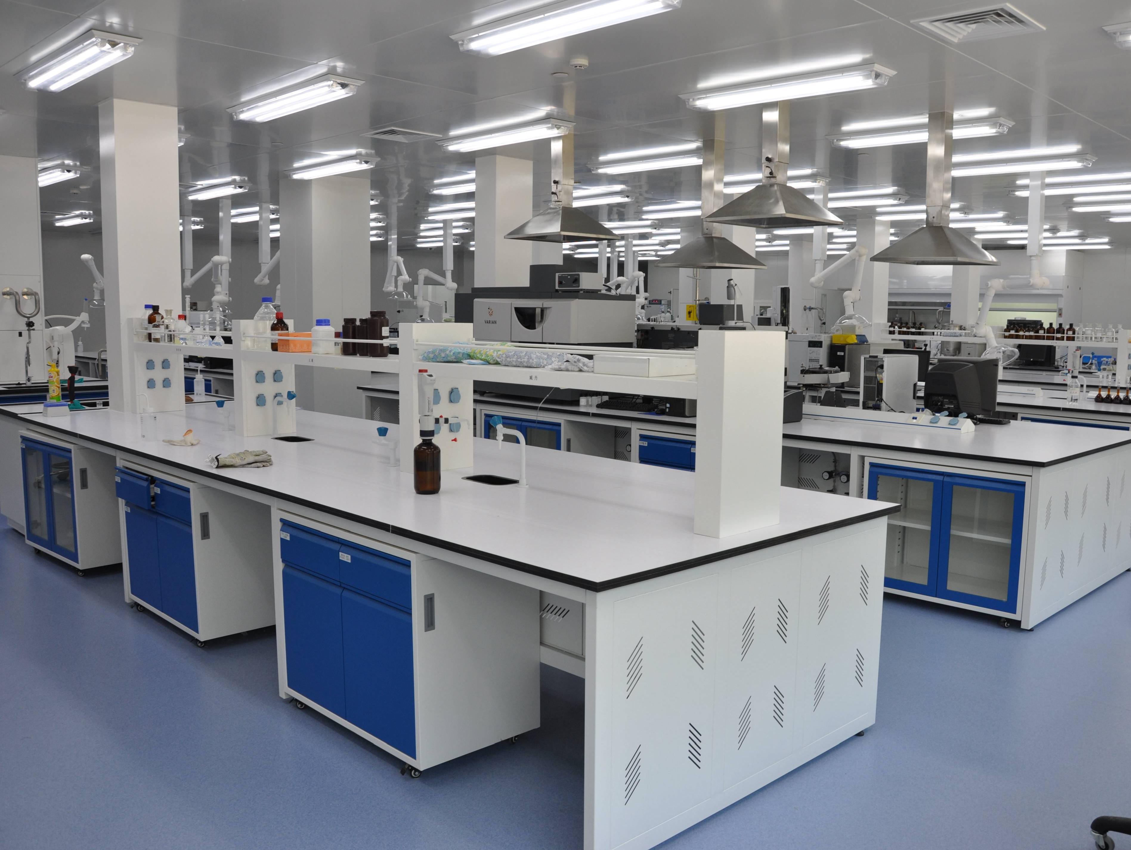 实验室家具厂家定制的优点